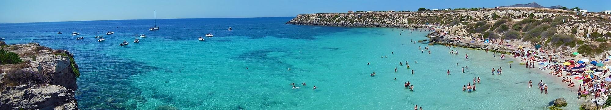Cala Azzurra, Favignana, Sycylia. Najpiękniejsze plaże w Trapani i okolicach.