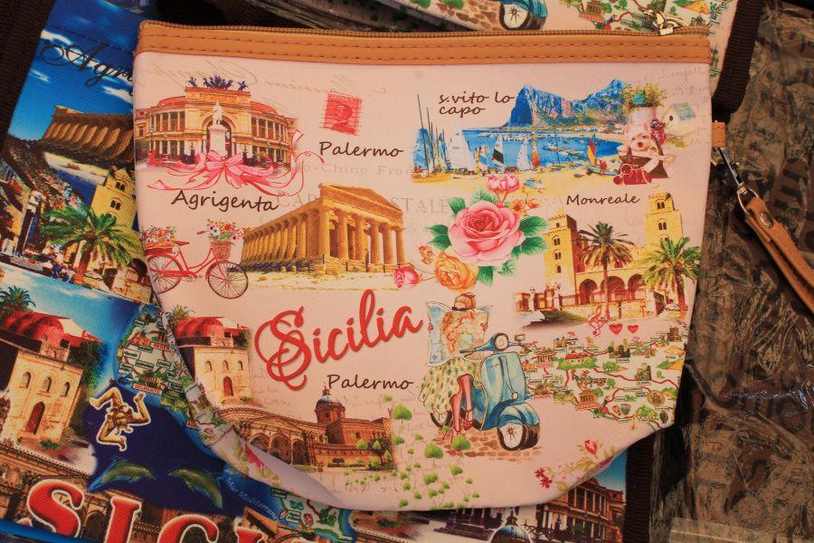 Targ w Trapani, Rynek w Trapani, Ryneczek w Trapani, Targ, zakupy w Trapani, co kupic w Trapani, gdzie na zakupy w Trapani, zakupy w Trapani, gdzie kupowac w Trapani, Trapani, Sycylia, mercatino a Trapani, sycylijskie sery, pamiątki z Sycylii