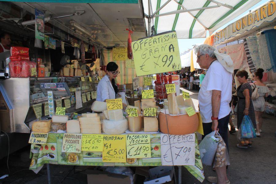 Targ w Trapani, Rynek w Trapani, Ryneczek w Trapani, Targ, zakupy w Trapani, co kupic w Trapani, gdzie na zakupy w Trapani, zakupy w Trapani, gdzie kupowac w Trapani, Trapani, Sycylia, mercatino a Trapani
