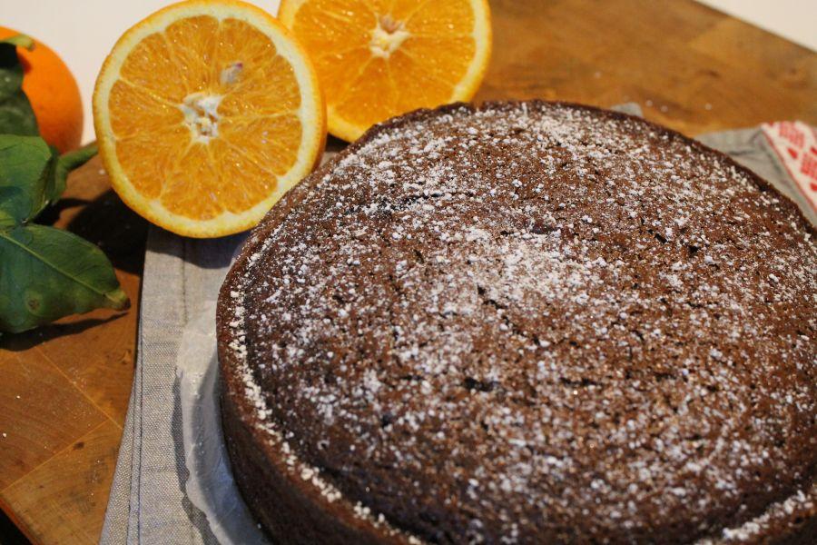 ciasto czekoladowe z pomarańczą, ciasto czekoladowe z pomarańczami, ciasto czekoladowe pomarańcza, ciasto czekoladowo-pomarańczowe, ciasto czekoladowo pomarańczowe, placek czekolada pomarańcza, placek czekolada pomarańcza, placek czekoladowo-pomarańczowy, placek czekoladowo pomarańczowy, przepis na ciasto czekoladowe, pomarańcza z Sycylii, sycylijskie pomarańcza, Sycylia, pomarańcza z sycylii, sok pomarańczowy, łatwe ciasto, łatwy placek, łatwy przepis na ciasto, łatwy przepis na placek, placek z pomarańczami, ciasto z pomarańczami, skórka pomarńczowa i czekolada, niemiecki na sycylii, ciasto dla gości, szybkie ciasto, szybki placek, szybki tort, drzewo pomarańczowe, połówki pomarańczy, sok pomarańczowy, sok z pomarańczy, świeczy sok z pomarańczy