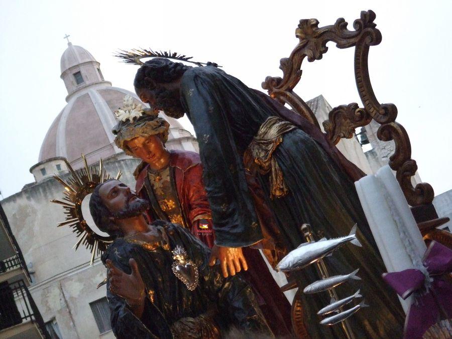 la lavanda dei piedi, wielkanoc w trapani, trapani wielkanoc, trapani w wielkanoc, procesja trapani, misteri trapani, procesja misteri w trapani, procesja dei misteri, procesja wielkopiątkowa, procesja wielkopiątkowa trapani, procesja sycylia, sycylia procesja, sycylia misteri, pasja chrystusa, tradycje sycylia, tradycje trapani, processione misteri, processione dei misteri, processione trapani, processione dei misteri trapani, processione trapani, misteri trapani, purgatorio trapani, najdluższa procesja, procesje na świecie, droga krzyżowa trapani, droga krzyżowa sycylia, sycylia, trapani, wielki piątek trapani, wielki piątek w trapani, święte grupy, figury procesja trapani, kiedy procesja w trapani, kościół purgatorio w trapani, wielki piątek w trapani, najpiękniejsza procesja na sycylii, najpiękniejsza procesja we włoszech, procesja włochy, program procesji w trapani