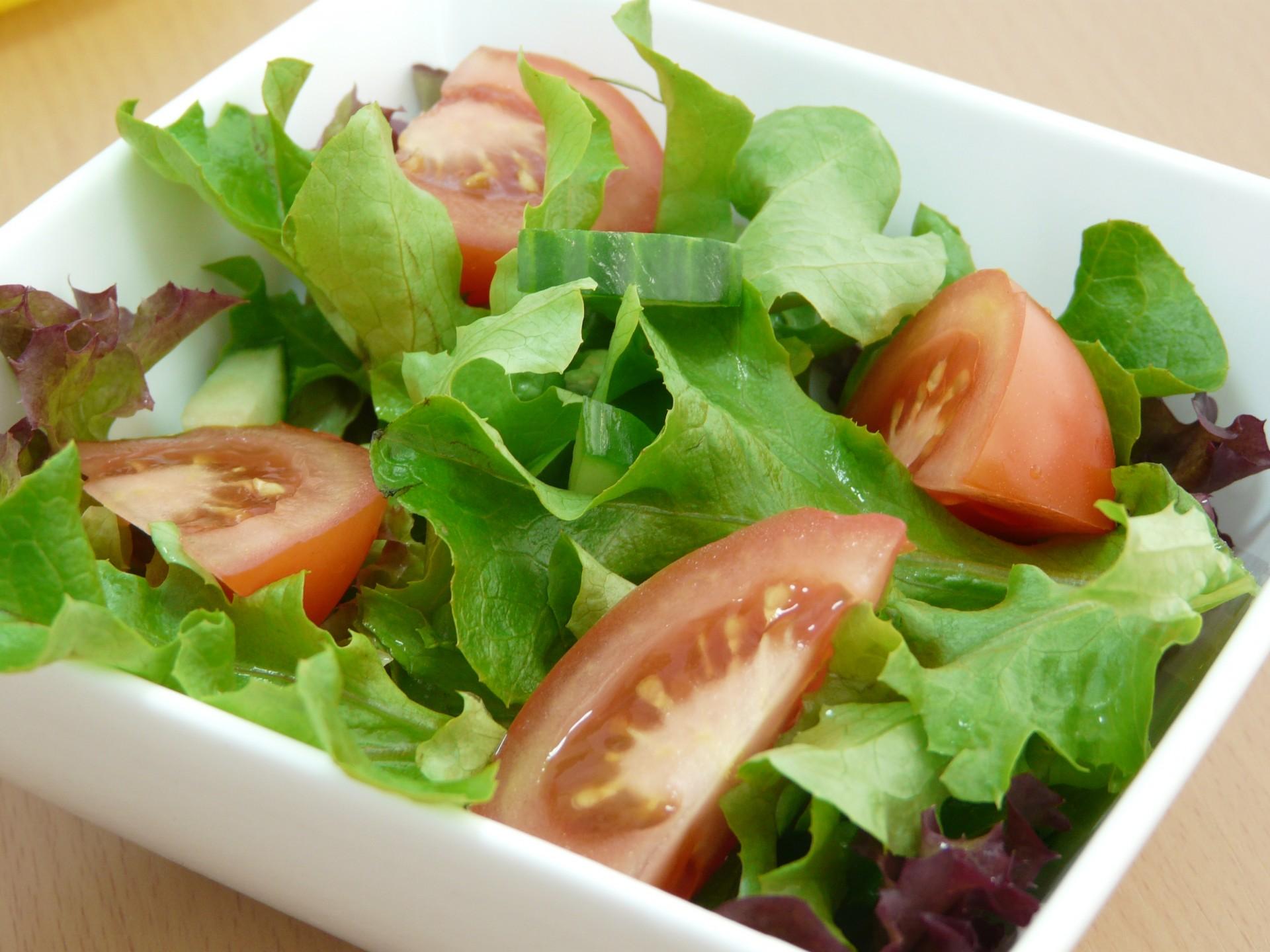 Makaron. Insalata mista. Sałatka. Salat. Trapani. Sycylia. Sicilia. Sizilien.