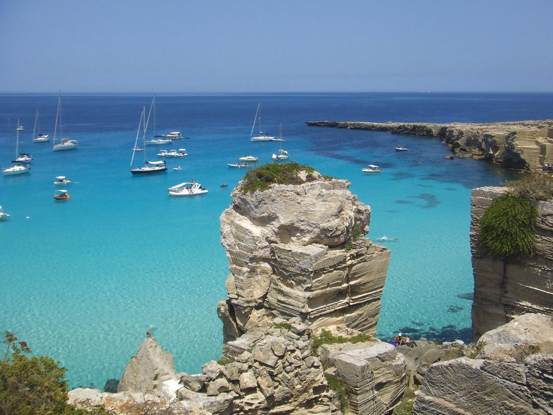 Cala Rossa, Favignana, Wyspy Egady, Sycylia. Najpiękniejsze plaże w Trapani i okolicach.