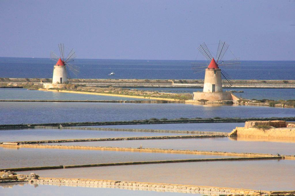 Saliny w Trapani, wiatraki wodne, wiatraki, mulini al vento, Trapani, Sycylia, Sicilia, Saline di Trapani, Rezerwat w Trapani, Riserva di Nubia, Saliny w Nubii, Nubia,