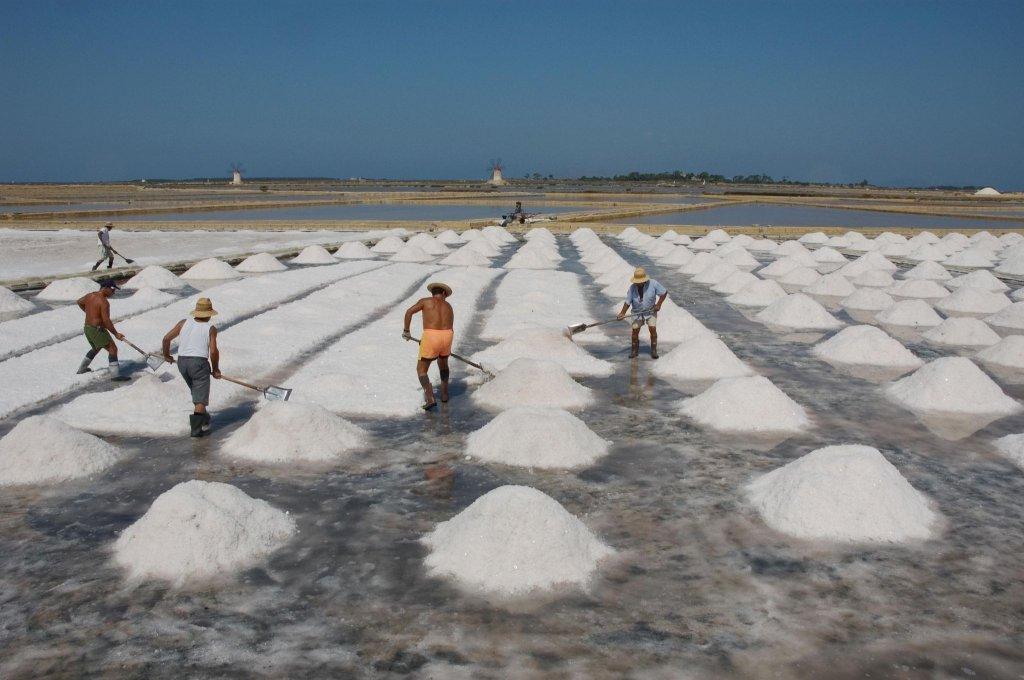 Saliny w Trapani, sól morska, śnieg w Trapani, saliny w Nubii, Żniwa solne, zbiory soli, saline di Trapani, Trapani, Sycylia, Sicilia, raccolta del sale, żniwa solne