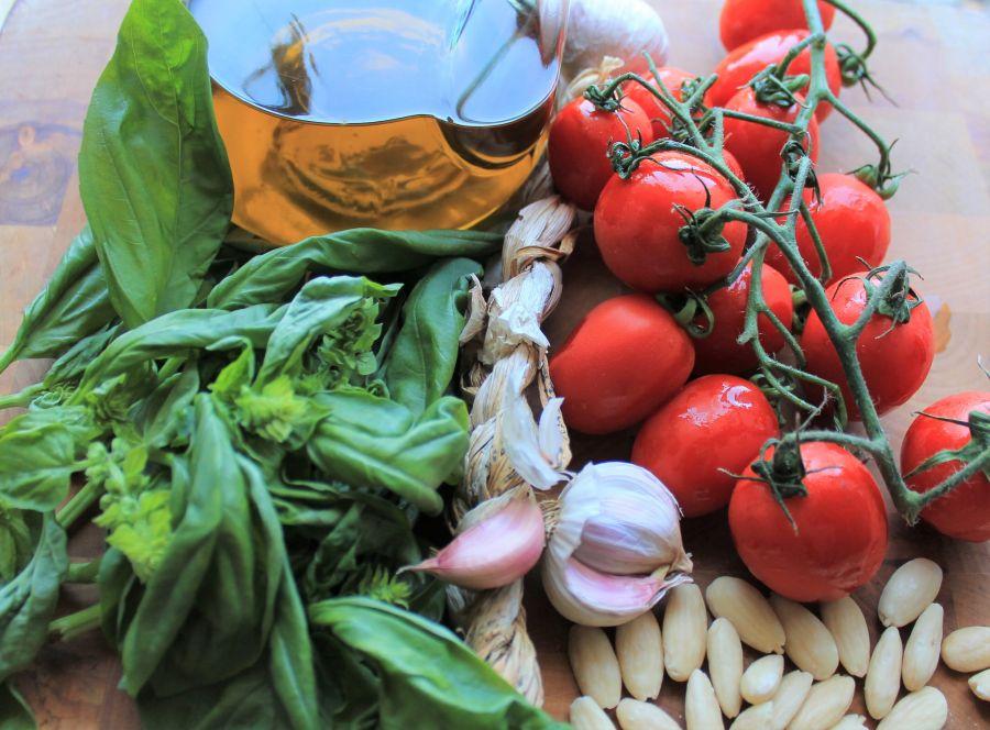 Pasta con pesto alla trapanese. Pesto. Busiate. Ingredienti pesto trapanese. Sycylia. Sizilien. Sicilia. Trapani.