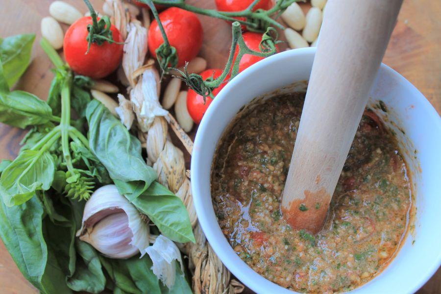 Pasta con pesto alla trapanese. Pesto. Busiate. Sycylia. Sizilien. Sicilia. Trapani.