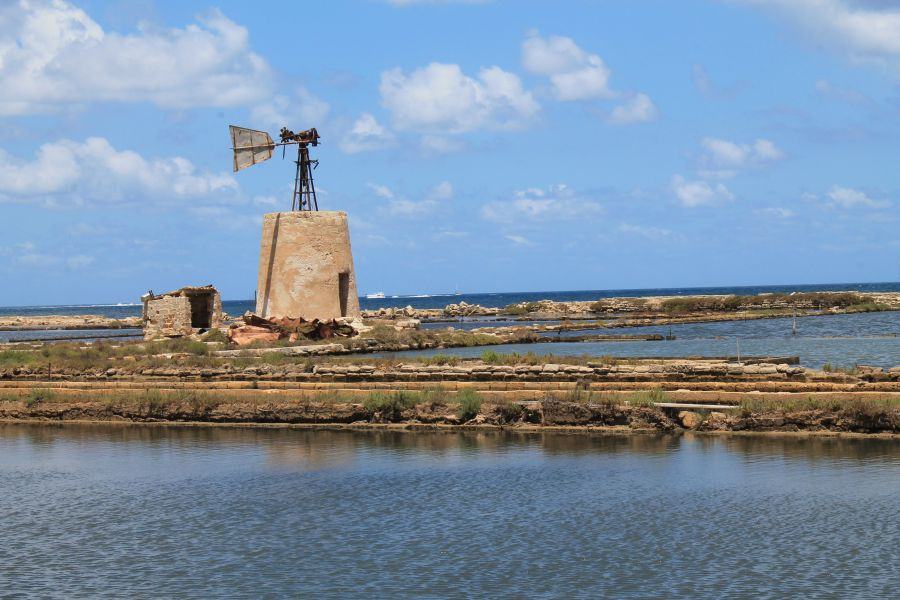 Saliny w Trapani, Wiatrak w Trapani, Saliny w Nubii, Trapani, Sycylia, Saline di Nubia, Saline a Trapani, Sól morska, Solniczki w Trapani