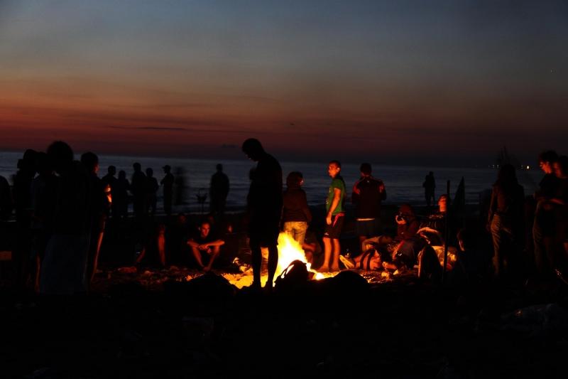 San Lorenzo, Święty Wawrzyniec, noc san lorenzo, noc spadających gwiazd, spadajace gwiazdy, noc św. Wawryzńca, noc świętego Wawrzyńca, spadające gwiazdy nad morzem, 10 sierpien, ognisko nad morzem