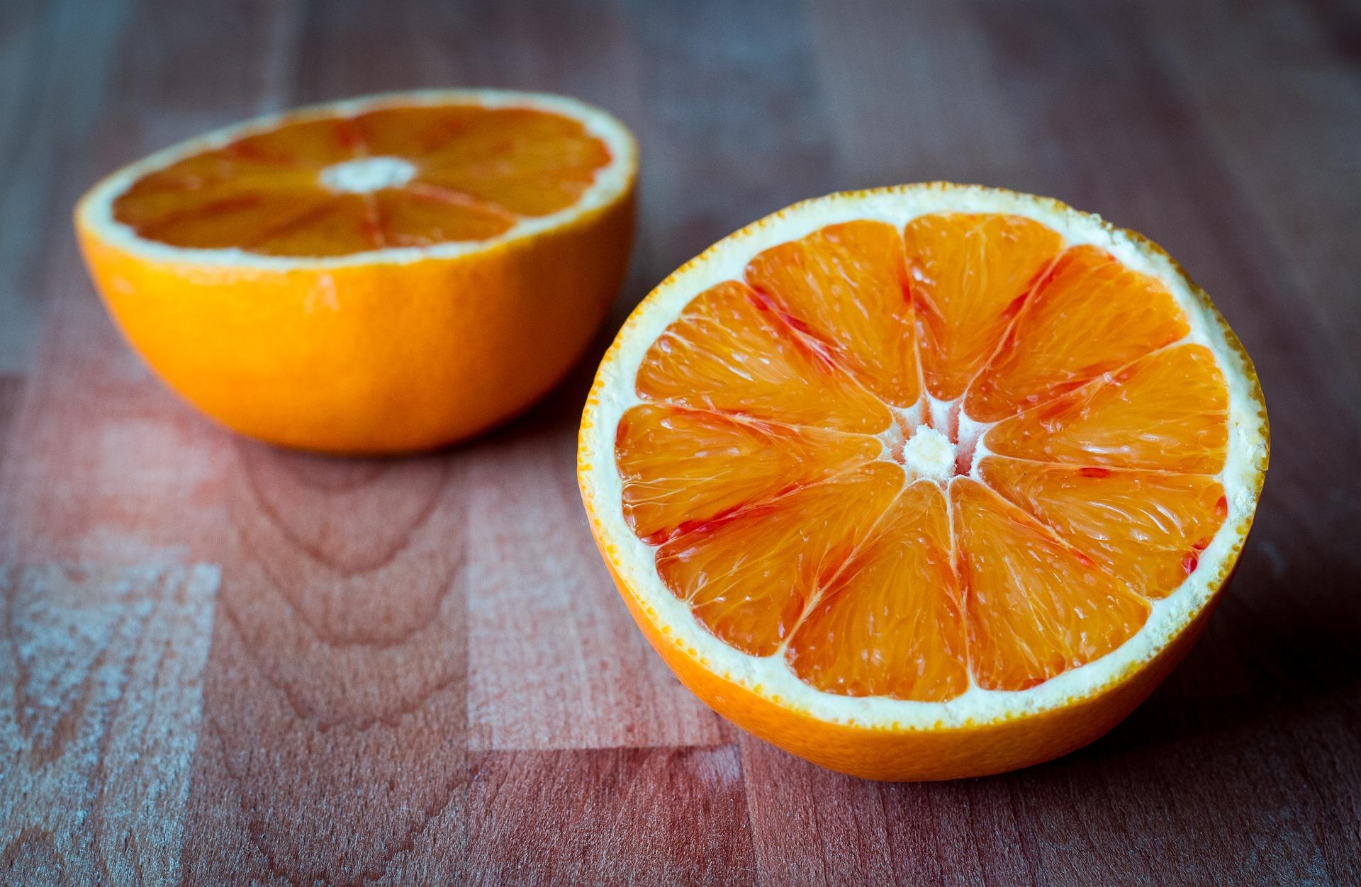 ciasto czekoladowe z pomarańczą, ciasto czekoladowe z pomarańczami, ciasto czekoladowe pomarańcza, ciasto czekoladowo-pomarańczowe, ciasto czekoladowo pomarańczowe, placek czekolada pomarańcza, placek czekolada pomarańcza, placek czekoladowo-pomarańczowy, placek czekoladowo pomarańczowy, przepis na ciasto czekoladowe, pomarańcza z Sycylii, sycylijskie pomarańcza, Sycylia, pomarańcza z sycylii, sok pomarańczowy, łatwe ciasto, łatwy placek, łatwy przepis na ciasto, łatwy przepis na placek, placek z pomarańczami, ciasto z pomarańczami, skórka pomarńczowa i czekolada, niemiecki na sycylii, ciasto dla gości, szybkie ciasto, szybki placek, szybki tort, drzewo pomarańczowe, połówki pomarańczy