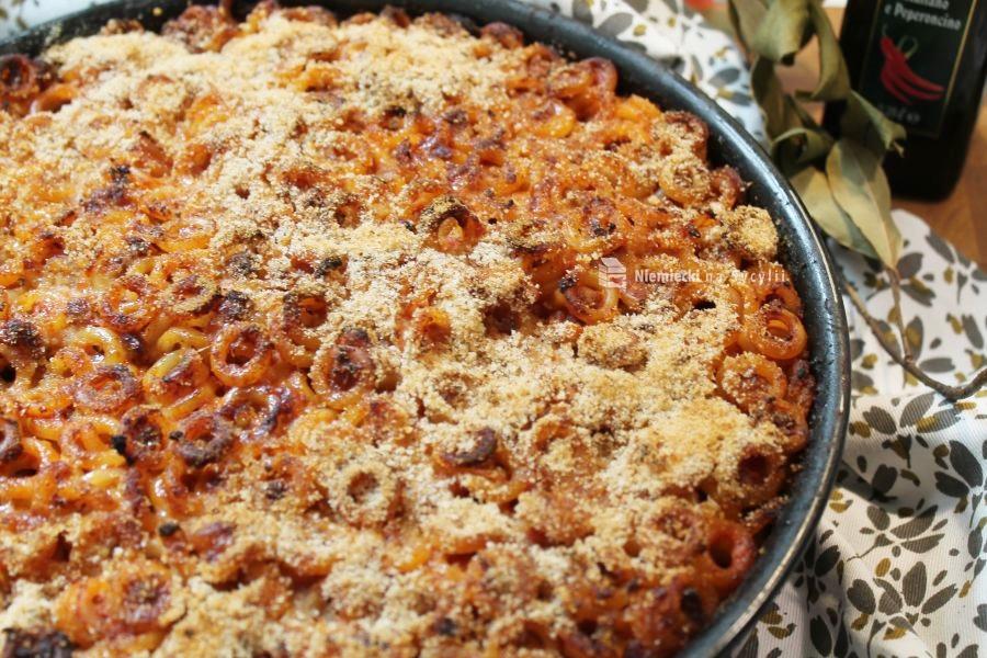 anelletti al forno, zapiekanka anelletti al forno, yapiekanka z makaronu, zapiekanka makaronowa, zapiekanka z makaronu z bakłażanami, zapiekanka z bakłażanami, zapiekanka z sosem bolońskim, zapiekanka po sycylijsku, sycylijska zapiekanka, kuchnia sycylijska, kuchnia palermo, kuchnia palermitańska, makaron sycylia, sycylia makaron, sycylia od kuchni, sycylia typowe potrawy, typowe potrawy sycylia, co zjeść na sycylii, sycylia co zjeść, sycylia jedzenie, typowe jedzenie sycylia, typowe dania sycylia, palermo co jeść, palermo co zjeść, co zjeść w palermo, czego spróbować na sycylii, czego spróbować w palermo, sycylijska kuchnia domowa, sycylijski przepis, przepis z sycylii, makaron z palermo, zapiekanka z makaronu z mięsem, zapiekanka z makaronu z mięsem i bakłażanami, niemiecki na sycylii